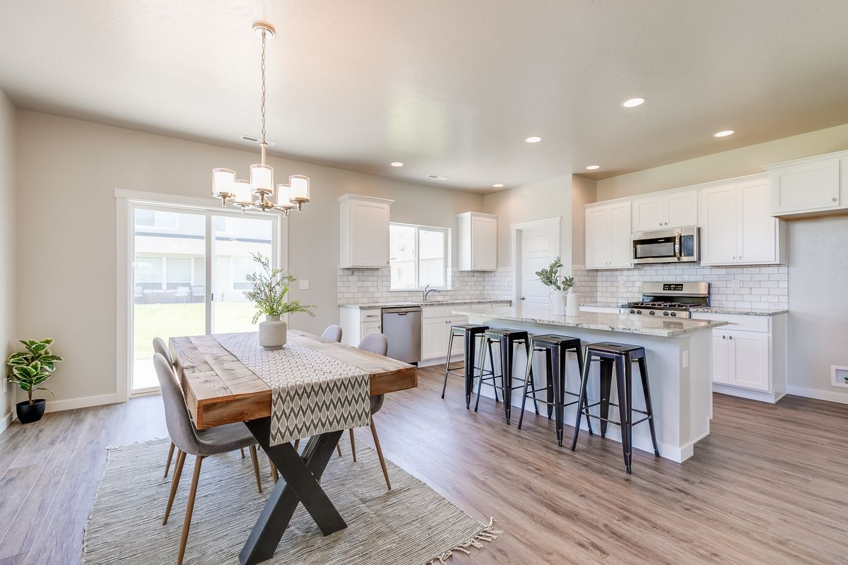 cbh-homes-new-homes-construction-boise-idaho-legacy-sydney-staged-9